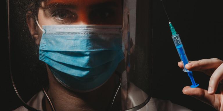 Bloomberg: Γιατί το εμβόλιο της Οξφόρδης έχει πιθανότητες να «σβήσει» τον κορωνοϊό -Κρίσιμες ανακοινώσεις τη Δευτέρα