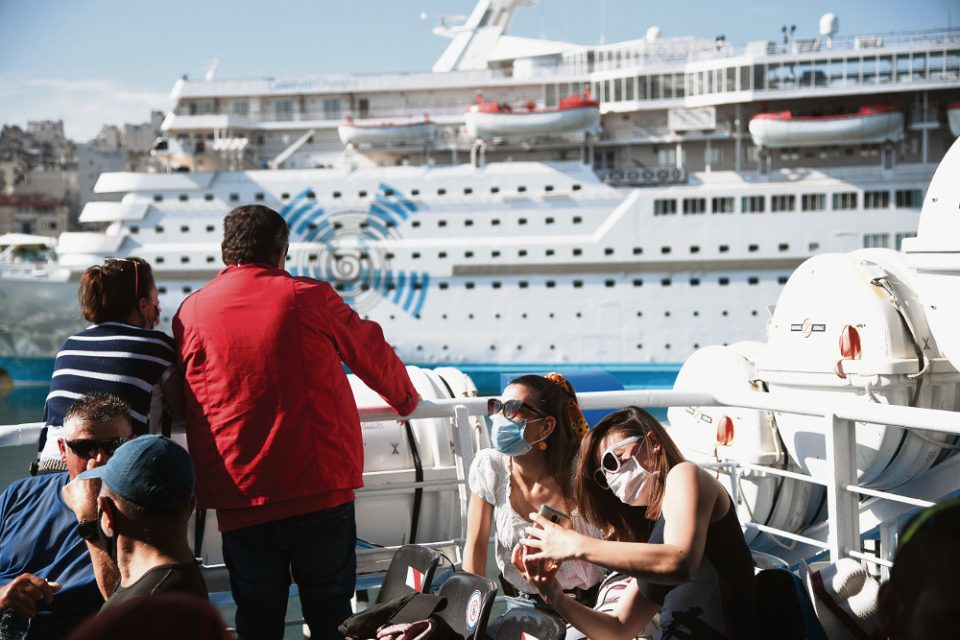 Κορωνοϊός: Αντέχουμε με έναν στους 1.000 τουρίστες «θετικό» στον ιό