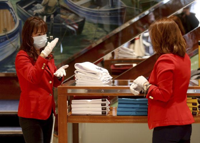 Υποχρεωτική χρήση μάσκας σε όλους τους κλειστούς χώρους, εισηγούνται οι λοιμωξιολόγοι