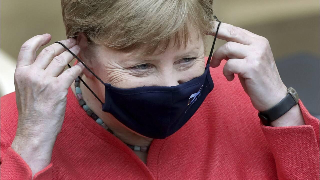 Η Μέρκελ έκανε την πρώτη της δημόσια εμφάνιση με μάσκα