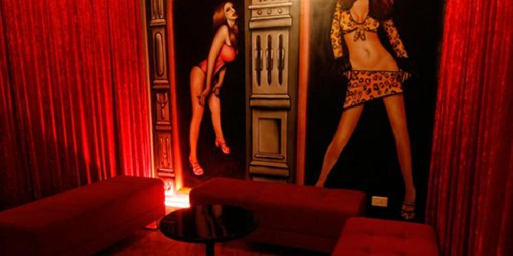 Κορωνοϊός: Αυτοψία του γαλλικού πρακτορείου στους ελληνικούς οίκους ανοχής – «Ρώσικη ρουλέτα η δουλειά μας»