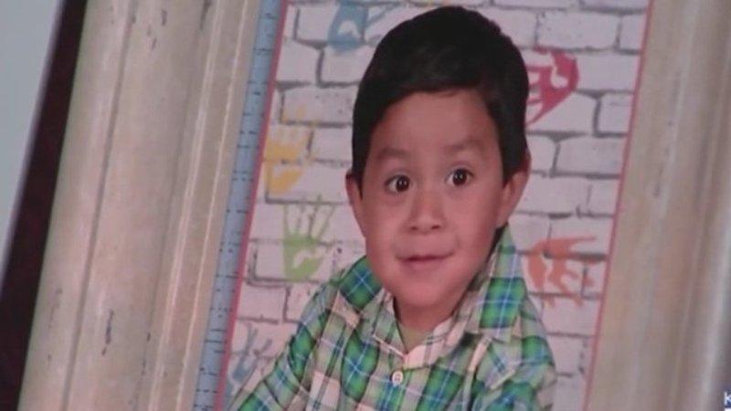 Πατέρας βίασε και σκότωσε τον γιο του και ισχυρίστηκε ότι πνίγηκε (vid)