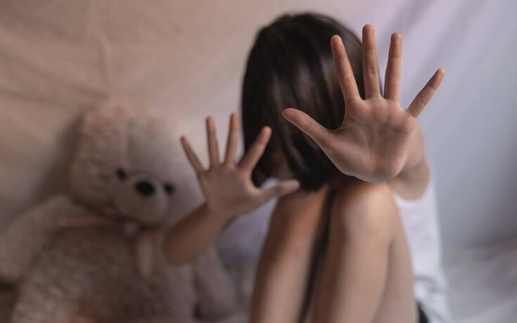 Στον εισαγγελέα ο 33χρονος που εξανάγκαζε την 8χρονη κόρη του σε αισχρές πράξεις
