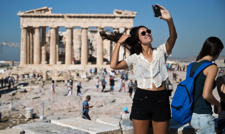 """Πόσο μεγάλος """"πελάτης"""" είναι ο τουρισμός;"""