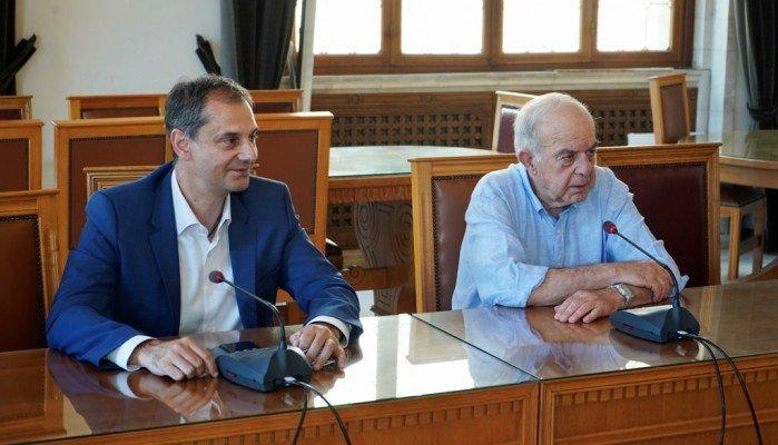 """Θεοχάρης από Ηράκλειο """" Εθνικό καθήκον να προστατεύσουμε εργαζόμενους και τουρίστες"""""""