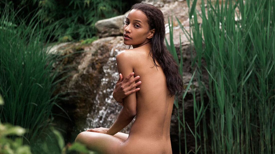 Μια μέρα από τη βαρετή αλλά sexy ζωή της Whitney Joeston