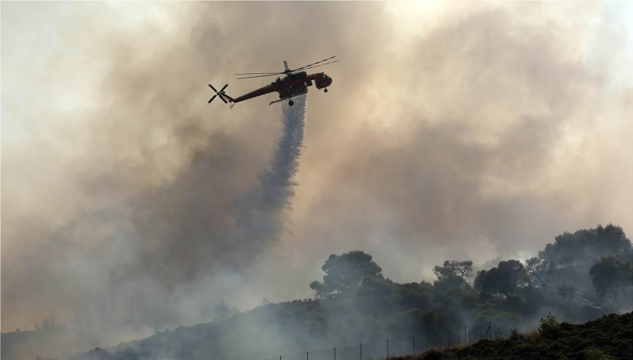 Αναζωπυρώθηκε η πυρκαγιά στα Χανιά – Απειλούνται σπίτια