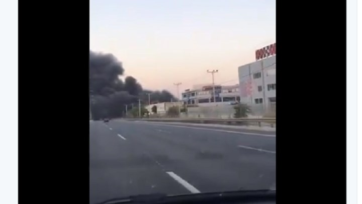 Μεταμόρφωση: Οι πρώτες εικόνες από τη φωτιά σε εργοστάσιο – Κλειστή η Εθνική Οδός – ΒΙΝΤΕΟ