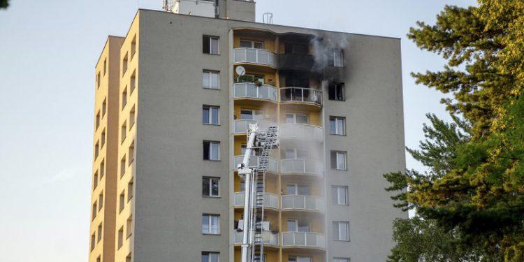 11 νεκροί σε πυρκαγιά σε πολυκατοικία