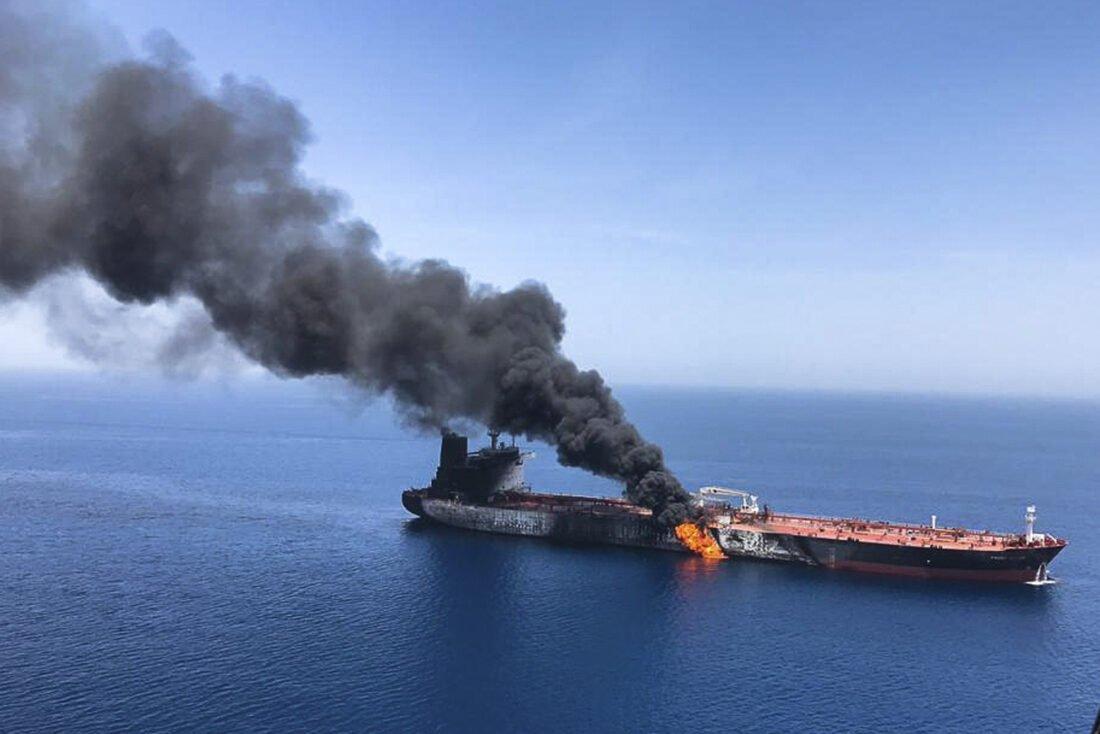 Φωτιά σε φορτηγό πλοίο υπό ελληνική σημαία στην Αραβική Θάλασσα