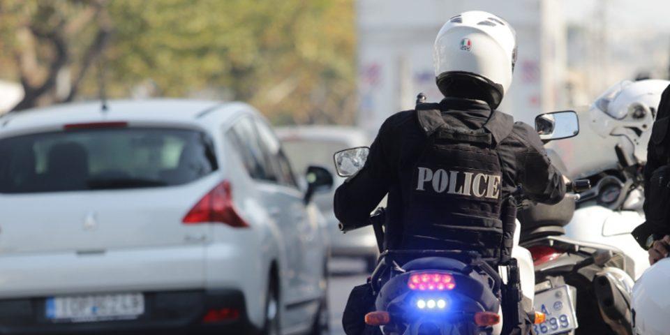 Καταδίωξη «αλά Χόλιγουντ» με τρεις τραυματίες αστυνομικούς από την Δάφνη στο Μενίδι