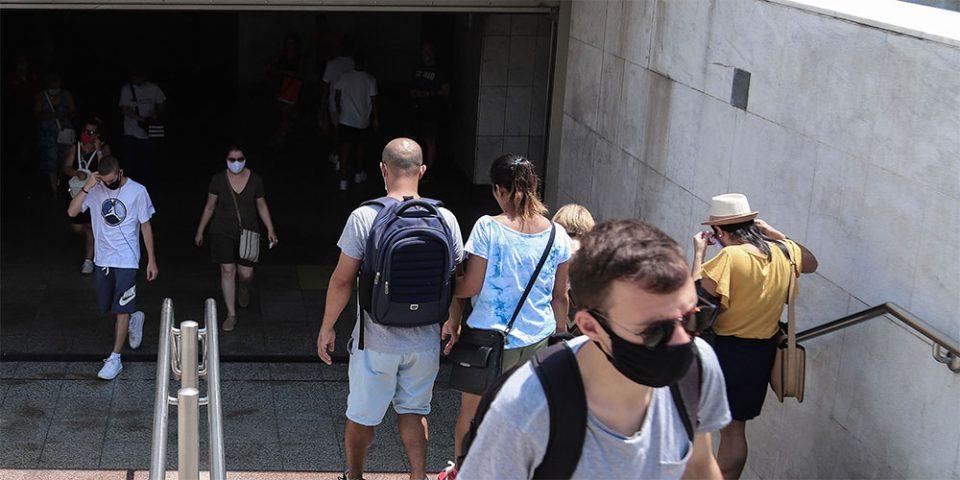 Κορωνοϊός: Παραμένει ο «κόκκινος συναγερμός» – Ανησυχία για τη διασπορά στα αστικά κέντρα
