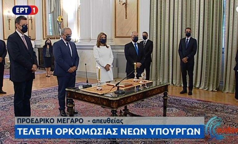 Live: Ορκωμοσία με μάσκες για τα νέα μέλη της κυβέρνησης μετά τον ανασχηματισμό