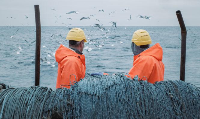 Κορονοϊός: Πώς γλίτωσαν τρεις ψαράδες από την μόλυνση – Η πρώτη απόδειξη ανοσίας!