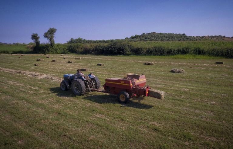 Κρήτη: Οδήγησε με ακρωτηριασμένο πόδι το τρακτέρ μέχρι το χωριό!