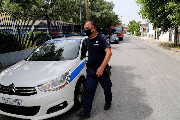 Τρικαλινός οδηγός έπεσε πάνω σε περιπολικό για να αποφύγει μπλόκο τραυματίζοντας σοβαρά αστυνομικό, τρελή καταδίωξη!