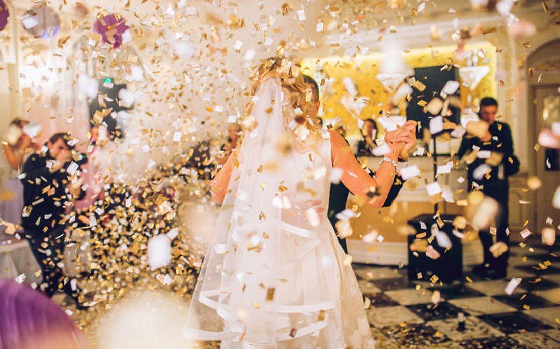 Κοροναϊός: Κρούσμα σε γάμο και στην Λάρισα