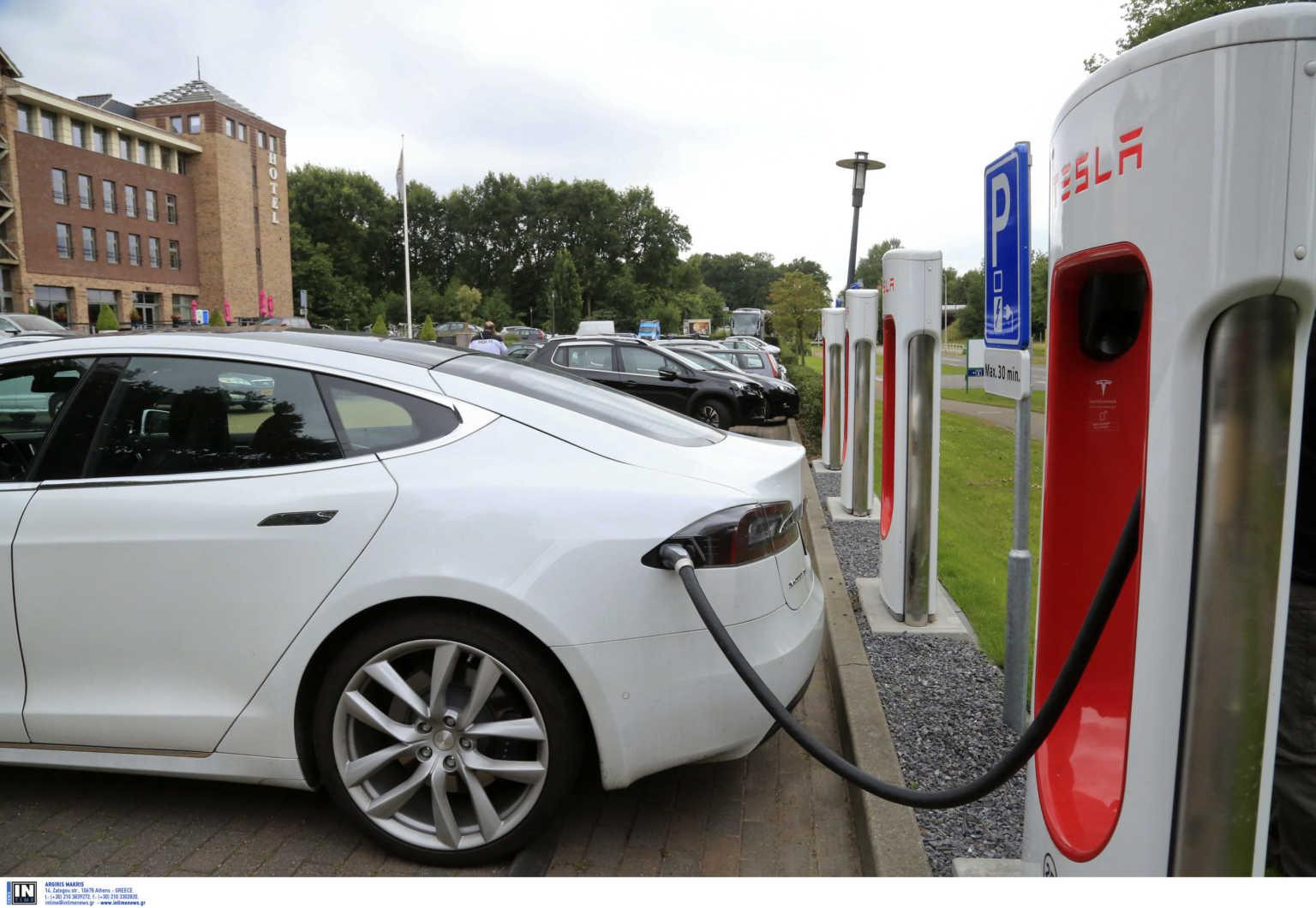 """Ηλεκτρικά αυτοκίνητα: """"Άνοιξε"""" το πρόγραμμα επιδοτήσεων! Τα ποσά για κάθε περίπτωση"""