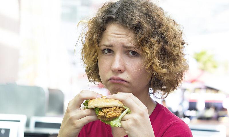 Ανθυγιεινή διατροφή: Ποια ψυχοσωματικά συμπτώματα προκαλεί (εικόνες)