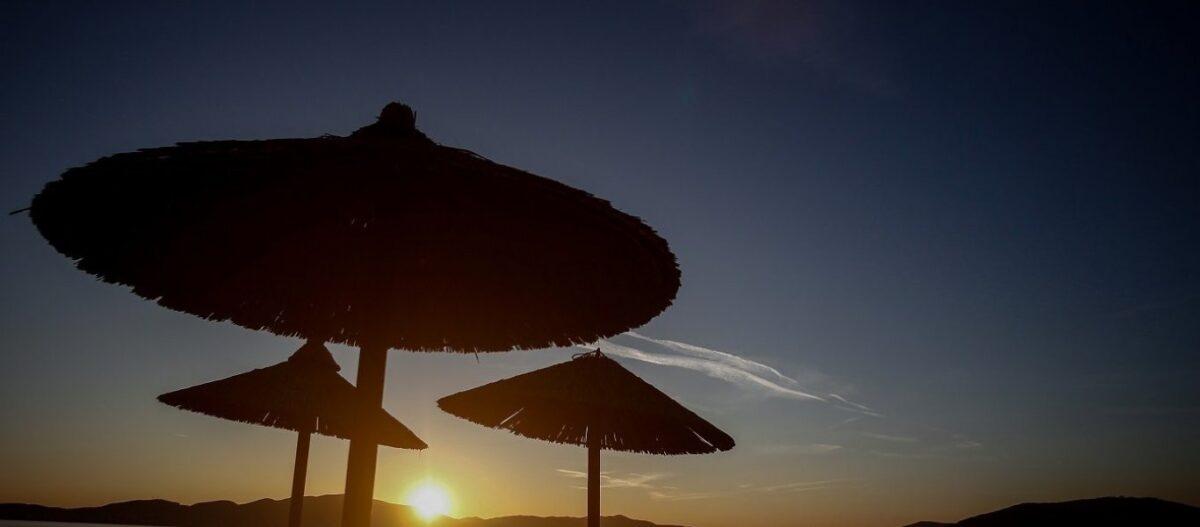 Kαιρός Δεκαπενταύγουστου: Βροχές και χαλάζι στην Βόρεια Ελλάδα καύσωνας στην υπόλοιπη