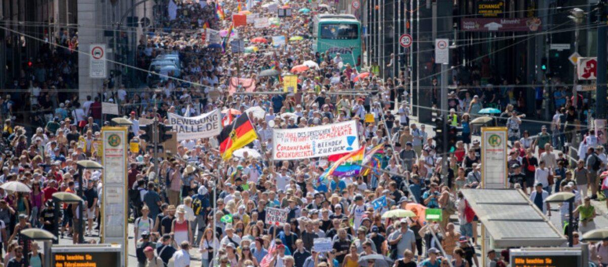 Χιλιάδες Γερμανοί βγήκαν στους δρόμους ενάντια στις απαγορεύσεις του κορωνοϊού - Μεγάλη διαδήλωση στο Βερολίνο