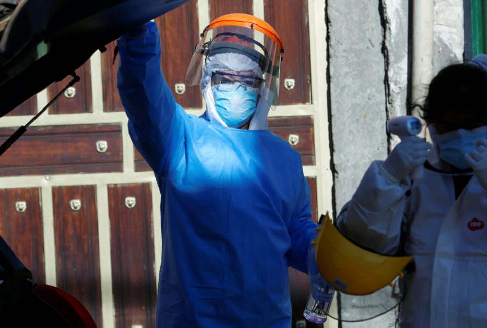 Συναγερμός στη Λάρισα: Επτά οι γιατροί που βρέθηκαν θετικοί στον κορονοϊό