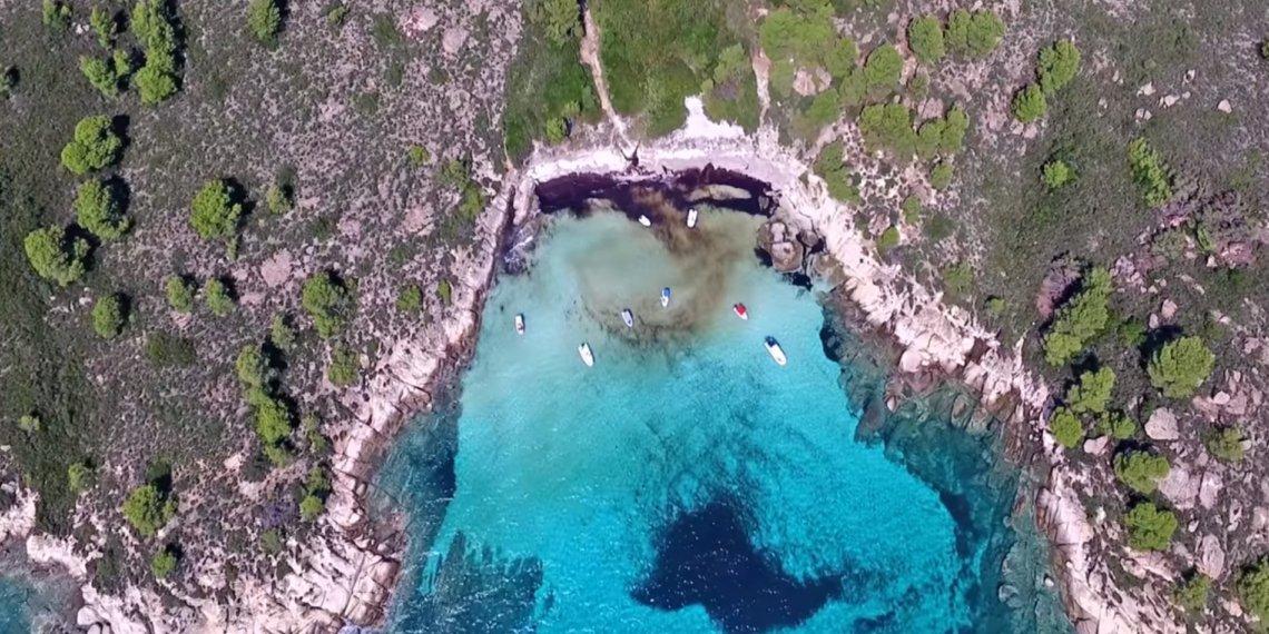 Η Χαβάη της Ελλάδας ή αλλιώς… παραλία Λευκή