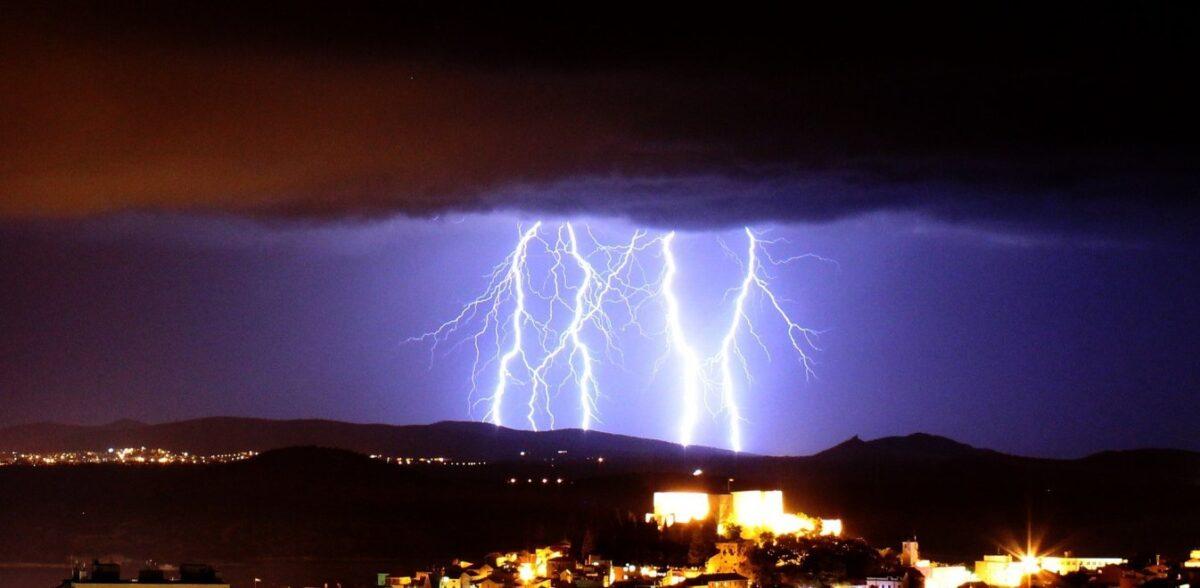 Καιρός: Πού θα χτυπήσει η «Θάλεια» – Με βροχές, καταιγίδες και χαλάζι