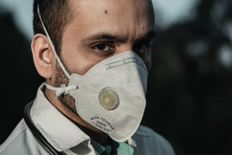 Κορωνοϊός: Οι μάσκες με βαλβίδα δεν εμποδίζουν την εξάπλωση του