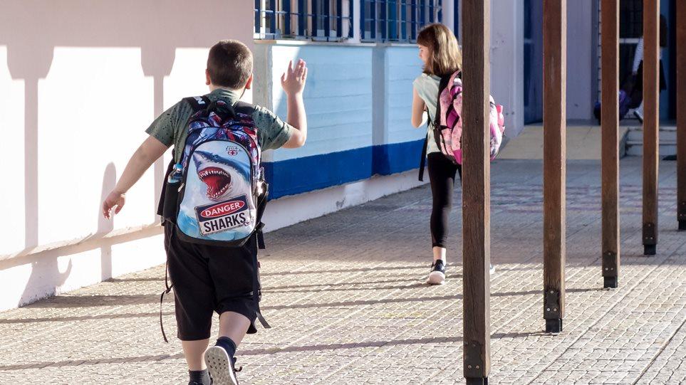 Σχολεία: Με μάσκα από το νηπιαγωγείο τα παιδιά λέει η Κεραμέως
