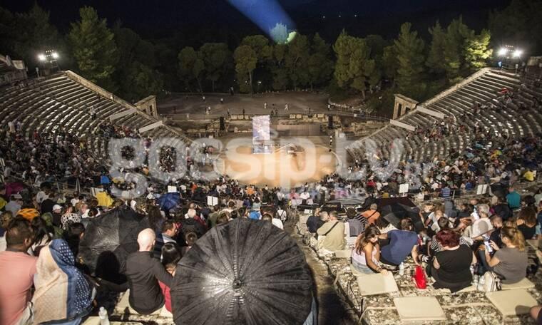Όρνιθες-Επίδαυρος: Επιτυχημένη παράσταση, παρά τη βροχή και τον… κορονοϊό!