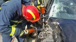 Ανατροπή αυτοκινήτου τα ξημερώματα: Πυροσβέστες απεγκλώβισαν την οδηγό