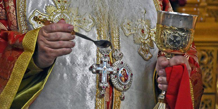 Κορονοϊός: «Πρόβλημα η Θεία Κοινωνία – Να αναβληθούν θρησκευτικές εκδηλώσεις»
