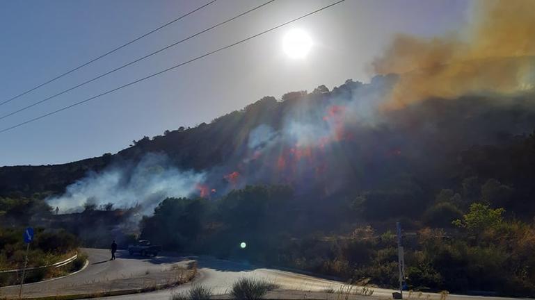 Φωτιά στην Αγία Βαρβάρα – Ισχυροί άνεμοι πνέουν στην περιοχή /video