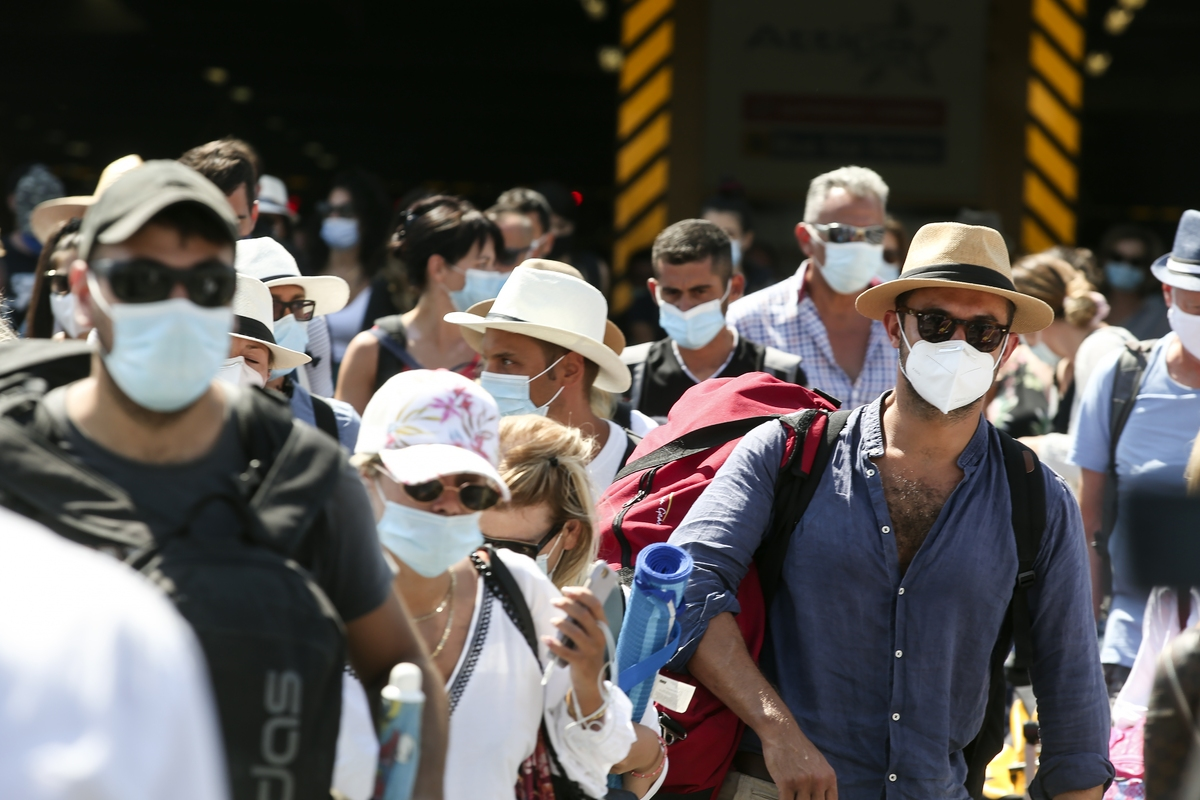 """Κρούσματα σήμερα: 2.255 νέα ανακοίνωσε ο ΕΟΔΥ – 39 νεκροί σε 24 ώρες, στους 352 οι διασωληνωμένοι, """"Παρά τρίχα"""" 100 τα νέα κρούσματα κορωνοϊού στην Κρήτη"""