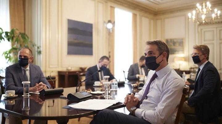 Κορονοϊός - Μητσοτάκης: Τα συγχαρητήρια στον Τσιόδρα - Τι είπε για τα μέτρα και τη χρήση της μάσκας