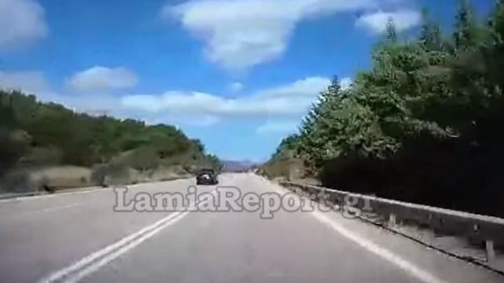 """Λαμία: Οδηγούσε για ώρα στο αντίθετο ρεύμα – ΒΙΝΤΕΟ που """"κόβει"""" την ανάσα"""