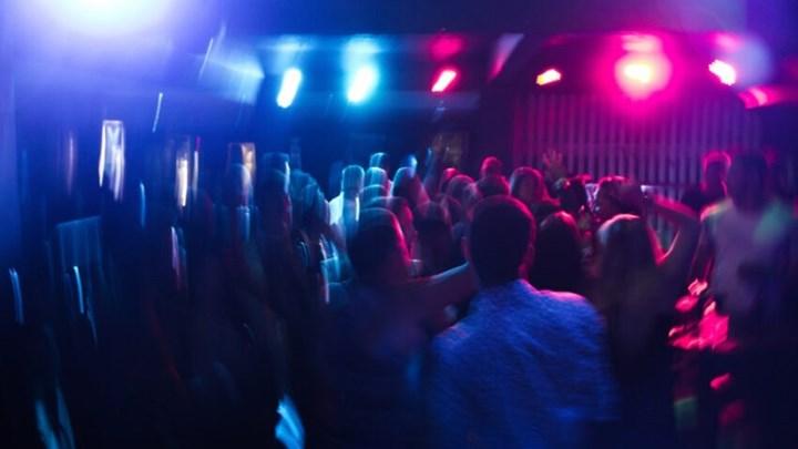 Κορονοϊός: Συναγερμός για τα πάρτι σε βίλες της Αττικής – Πώς οργανώνονται, τι εξετάζει η ΕΛ.ΑΣ. – ΒΙΝΤΕΟ