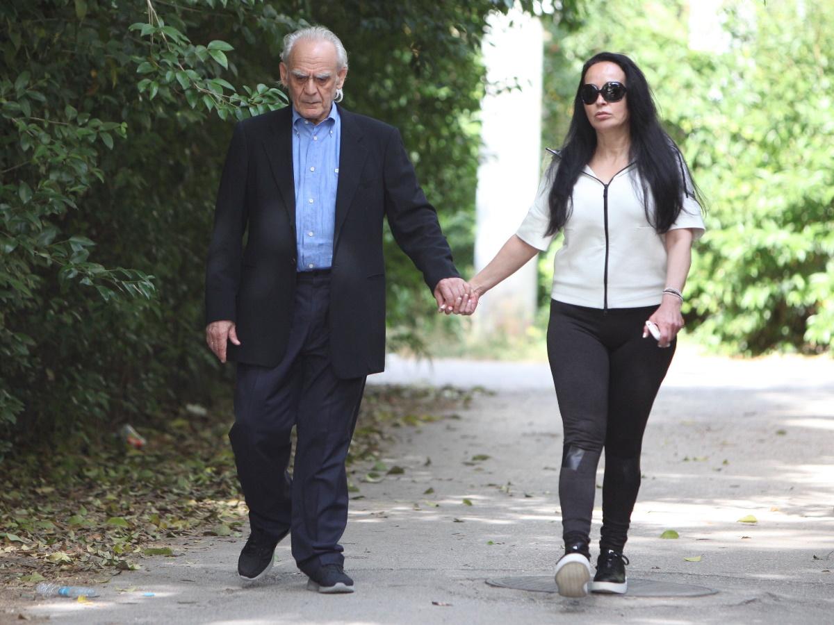 Βίκυ Σταμάτη: Η φωτογραφία αγκαλιά με τον Άκη Τσοχατζόπουλο από το κρεβάτι τους και το δημόσιο μήνυμά της