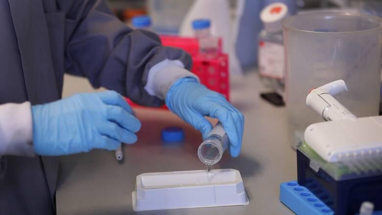 Κορωνοϊός: Πειραματικό «κοκτέιλ» αντισωμάτων βελτίωσε τα συμπτώματα