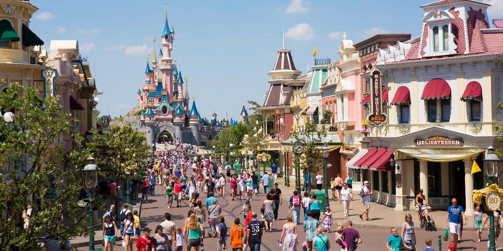 Κορωνοϊός: Η Walt Disney απολύει 28.000 εργαζομένους στα θεματικά της πάρκα