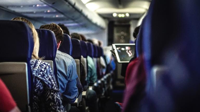 Η μάσκα που δεν μπήκε ποτέ έκανε άνω - κάτω την πτήση