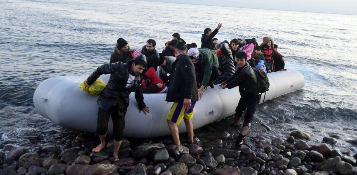 Αγγλία: Μετανάστες βγήκαν σε παραλία με γυμνιστές και έτρεξαν στο δάσος να κρυφτούν