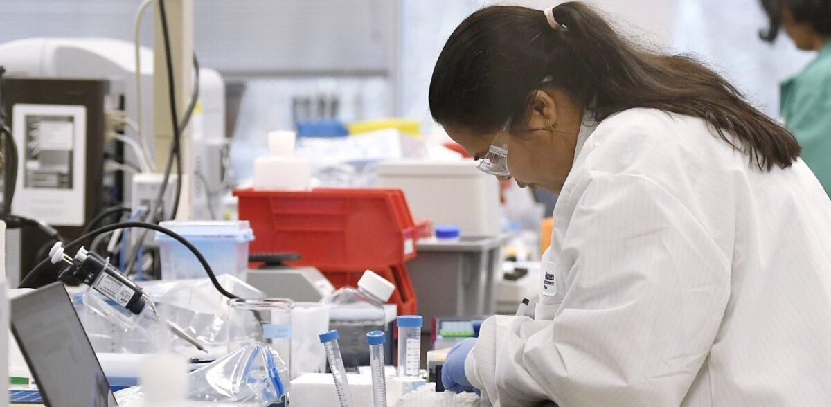 Pfizer: Υπολογίζει στο τέλος Οκτωβρίου να ενημερώσει για το εμβόλιο κατά του κορονοϊού