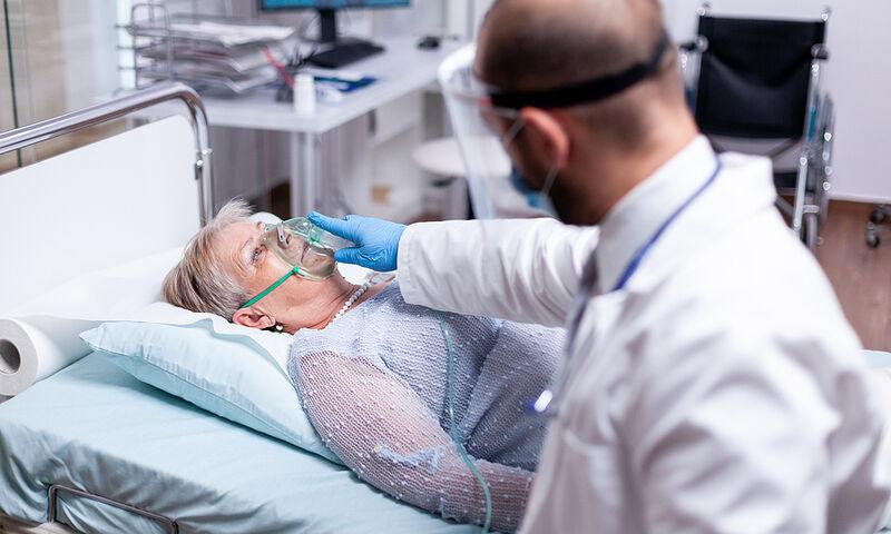 Κορονοϊός: Γιατί 1 στους 10 επιστρέφει στο νοσοκομείο εντός 10 ημερών