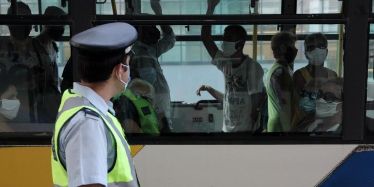 Κορωνοϊός: Πάνω από 50.000 έλεγχοι χθες για τα μέτρα -Δύο συλλήψεις, δεκάδες πρόστιμα για μάσκα
