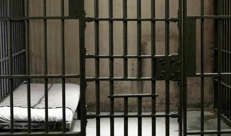Τρόμος σε φυλακή: Κρατούμενος έκοψε τα αυτιά του και τα έφαγε