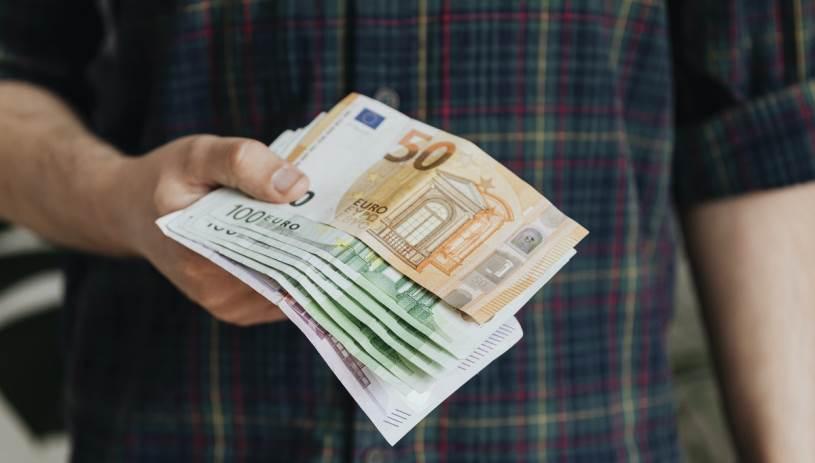 Την Παρασκευή στους λογαριασμούς η αποζημίωση ειδικού σκοπού – Ποιοι είναι οι δικαιούχοι