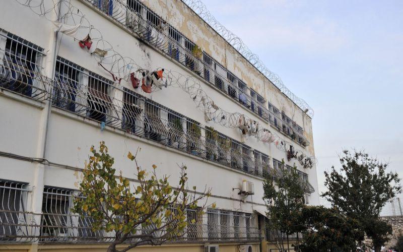 Έφοδος στις φυλακές Κορυδαλλού: Βρέθηκαν αυτοσχέδια μαχαίρια, κατσαβίδια και ναρκωτικά