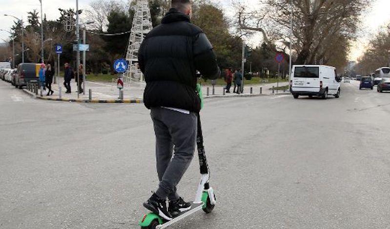 Νέος ΚΟΚ: Κανόνες για ηλεκτρικά πατίνια και skate boards, μειώνεται το πρόστιμο για παράνομη στάθμευση δικύκλων